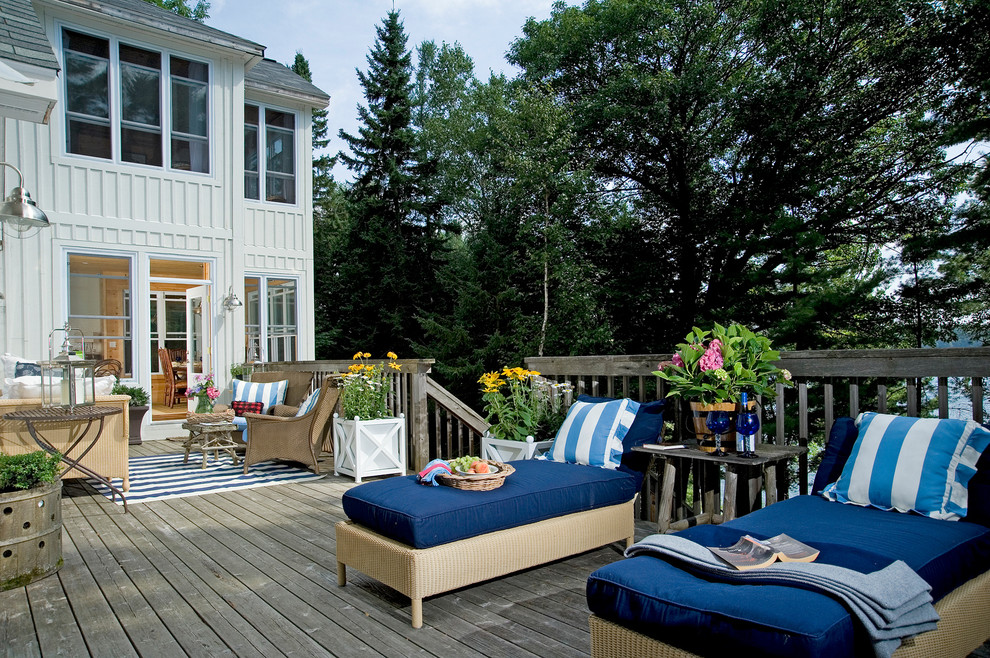 Batte Furniture for Rustic Deck with Stripes