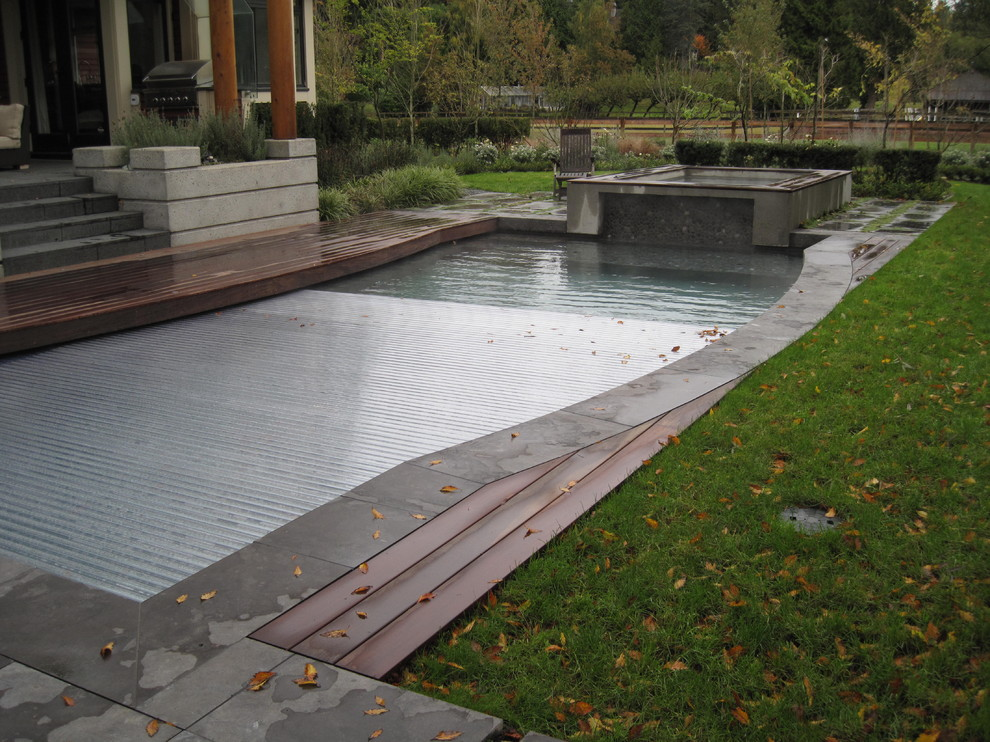 Chiver for Contemporary Pool with Rigid Swimming Pool Cover