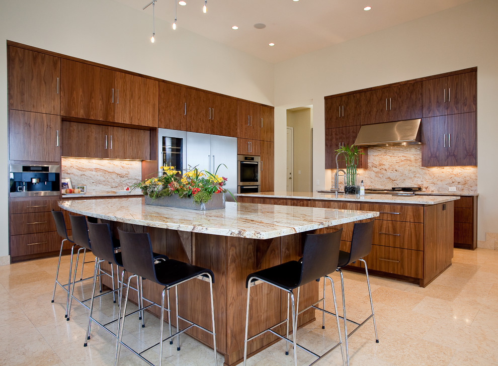 Colonial Gold Granite for Contemporary Kitchen with Custom Cabinets