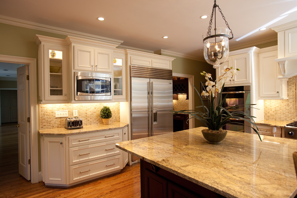 Dey Appliance for Traditional Kitchen with Herringbone Tile