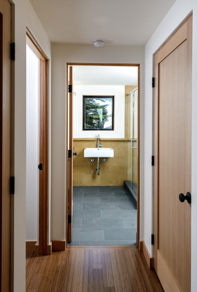 Door Jambs for Industrial Hall with Bath