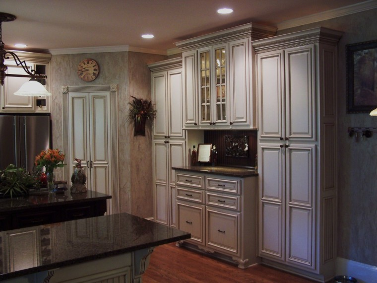 Glazing Cabinets for Traditional Kitchen with Atlanta