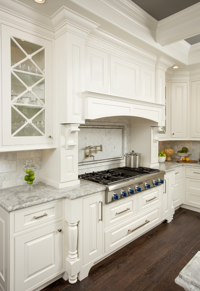 Grabill Cabinets for Traditional Kitchen with Bar Pull