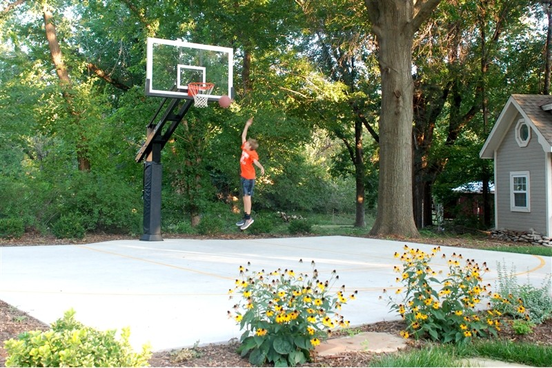 Granite City Wichita Ks for Traditional Landscape with Driveway Basketball Goal