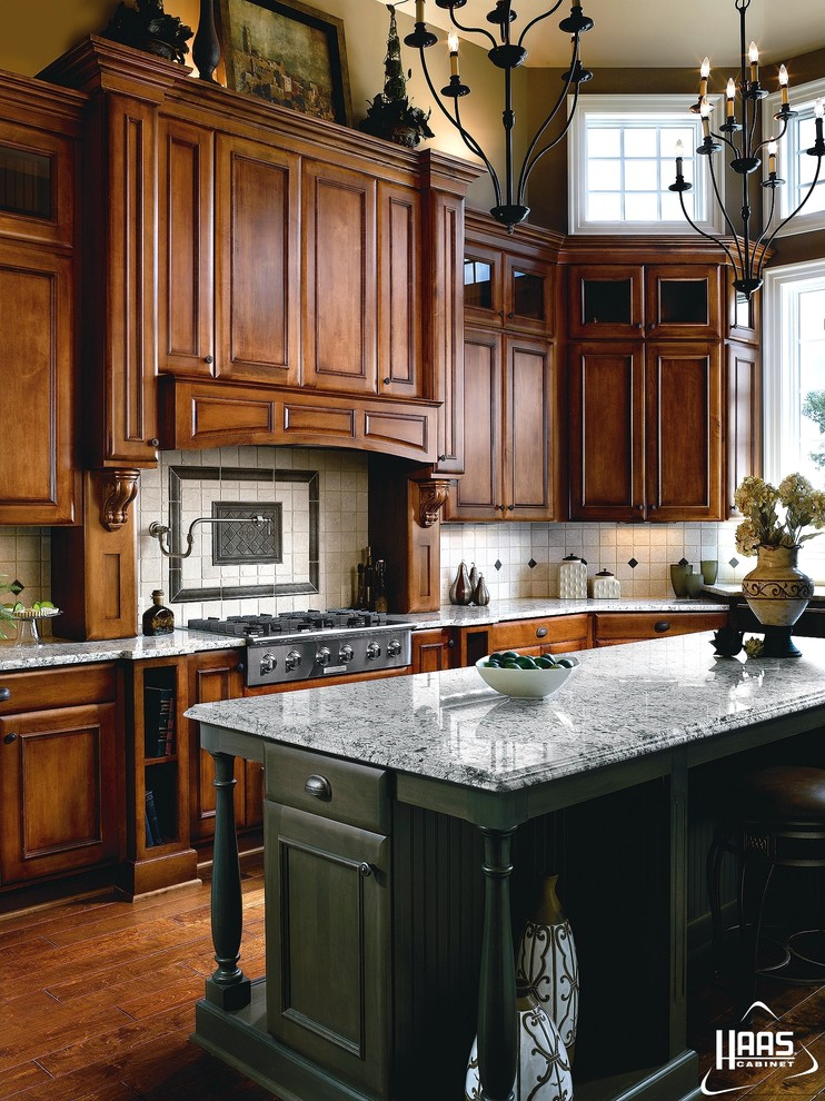 Haas Cabinets for Traditional Kitchen with Full Overlay