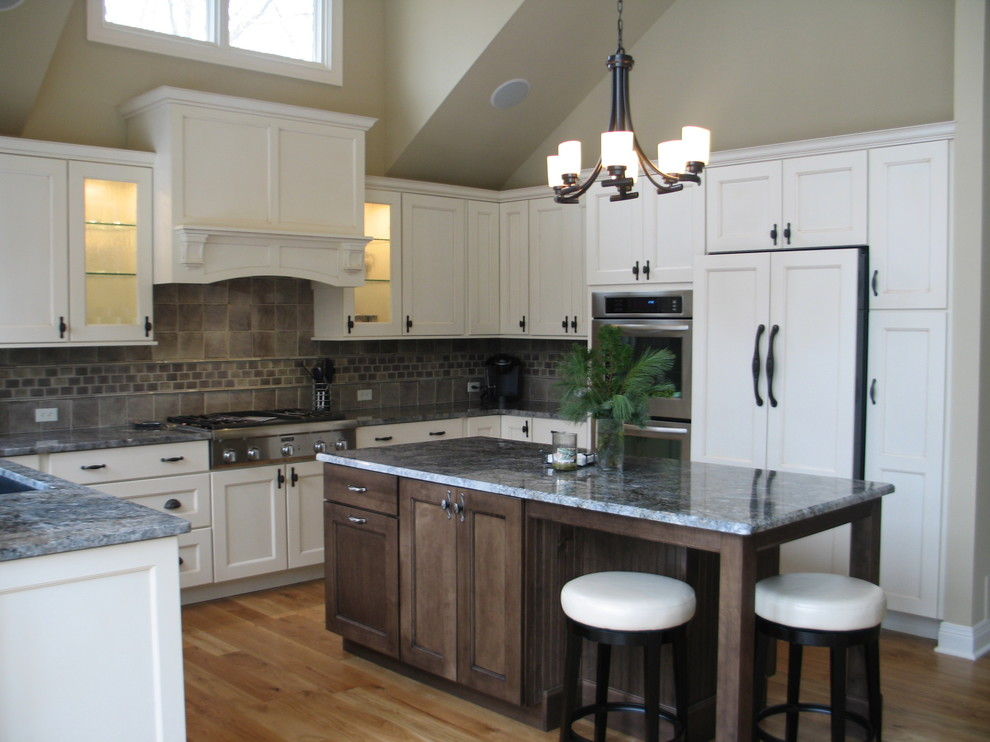 Medallion Cabinets for Traditional Kitchen with Grey Cabinet