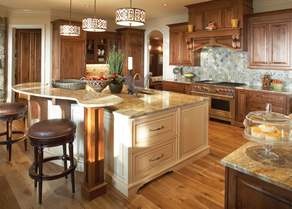Modesto Steel for Traditional Kitchen with Integrated Range Hood
