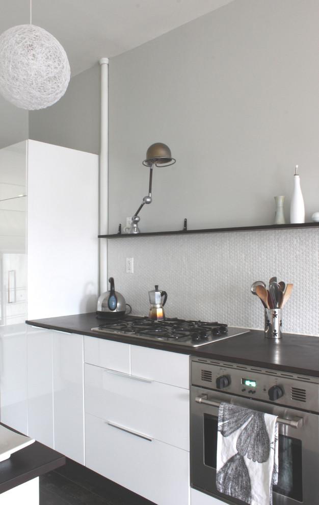 Nemo Tile for Modern Kitchen with Black Shelf