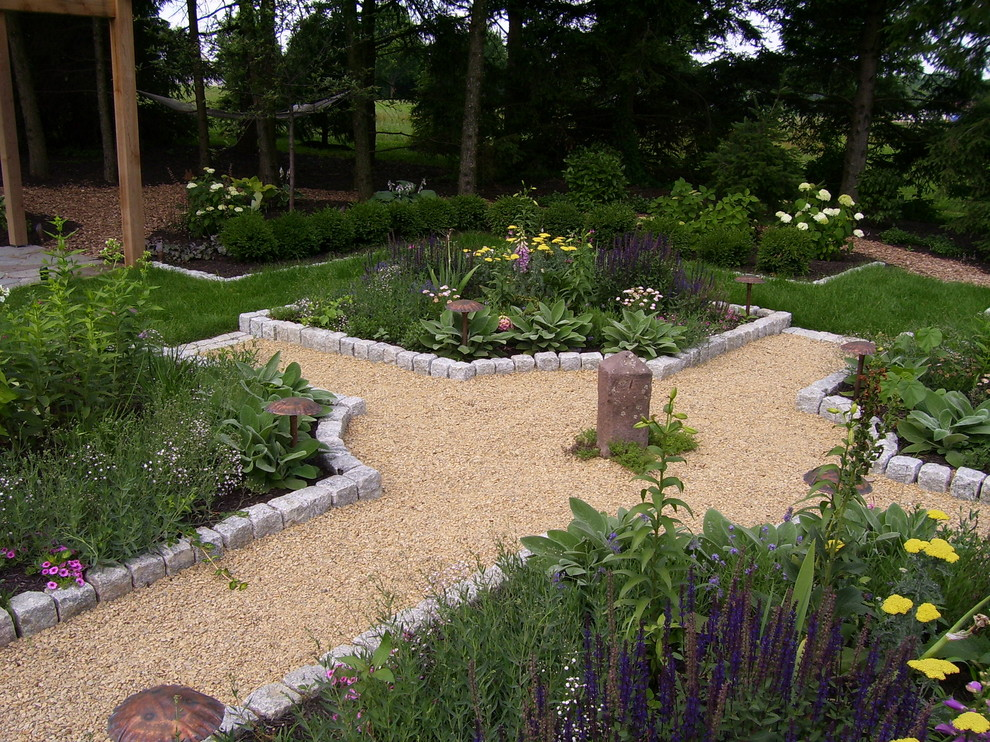 Peaceful Valley Farm Supply for Farmhouse Landscape with Perennial Gardens
