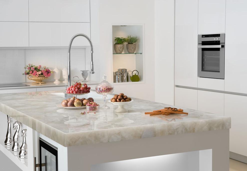 Quartz Countertops vs Granite for Contemporary Spaces with White Quartz