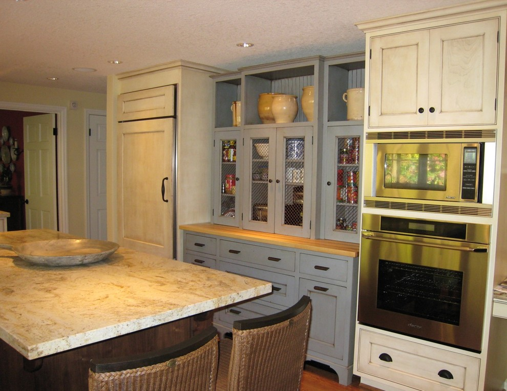 Quicken Cloud for Traditional Kitchen with Bronze Hardware
