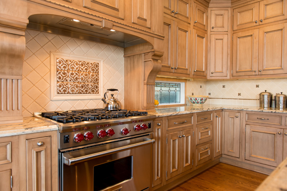 Rutt Cabinets for Traditional Kitchen with Natural Wood
