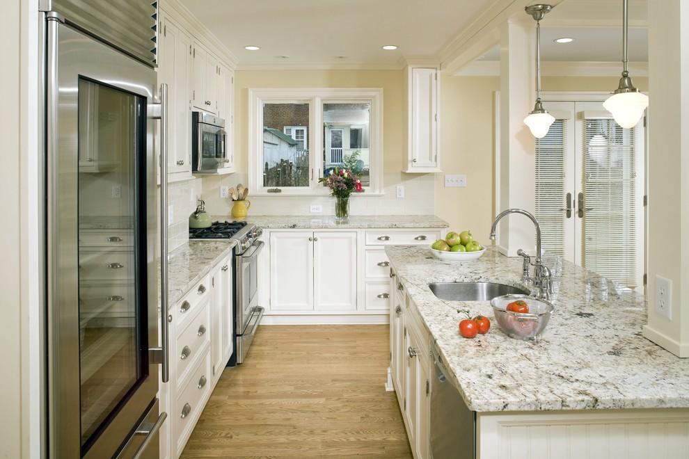 Silestone vs Granite for Traditional Kitchen with Pendant