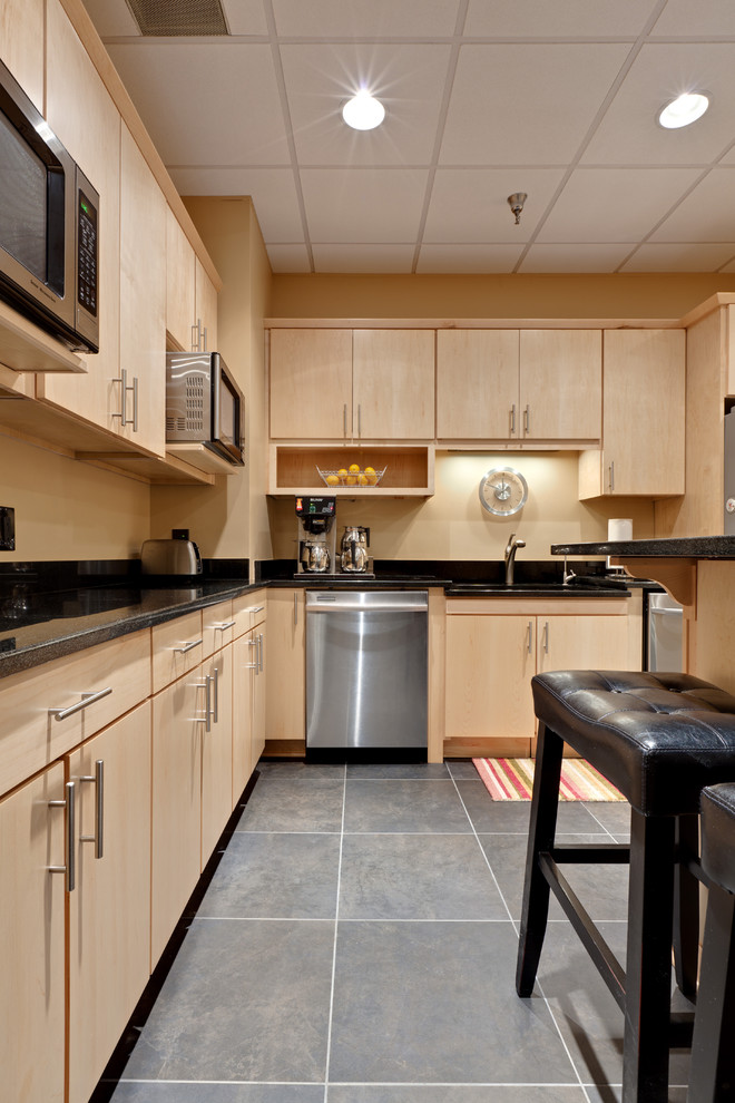 Silver Pearl Granite for Contemporary Kitchen with Kitchen Hardware