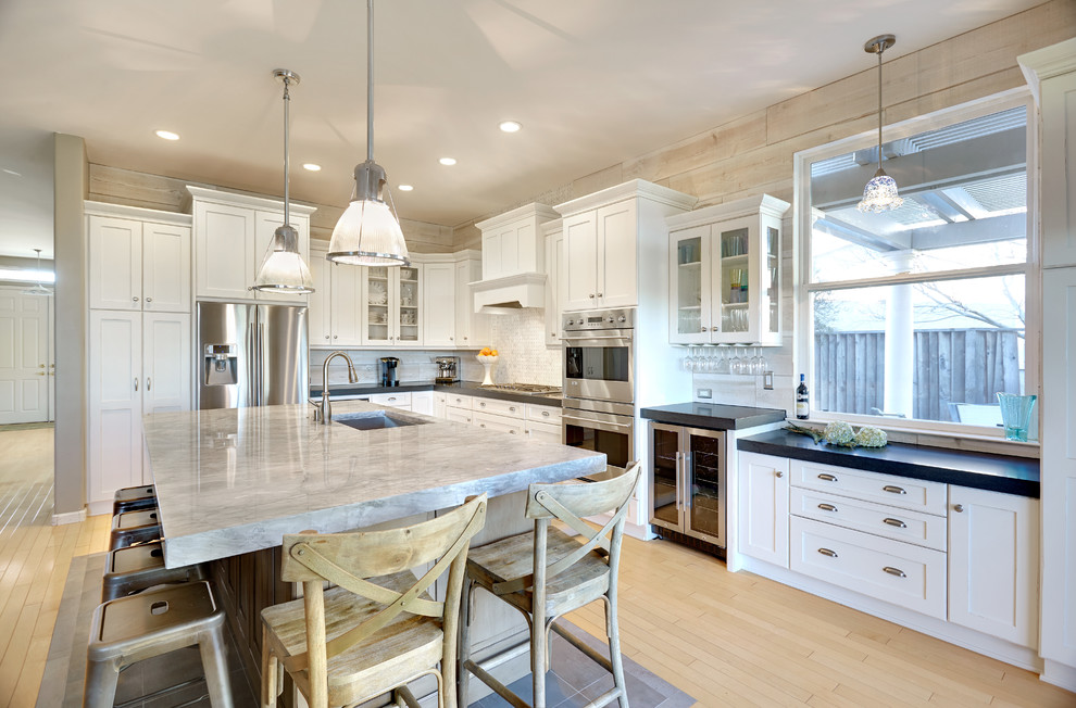 Super White Quartzite for Traditional Kitchen with White Cabinets