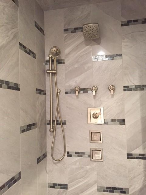 Wallett for Modern Bathroom with Glass Tile