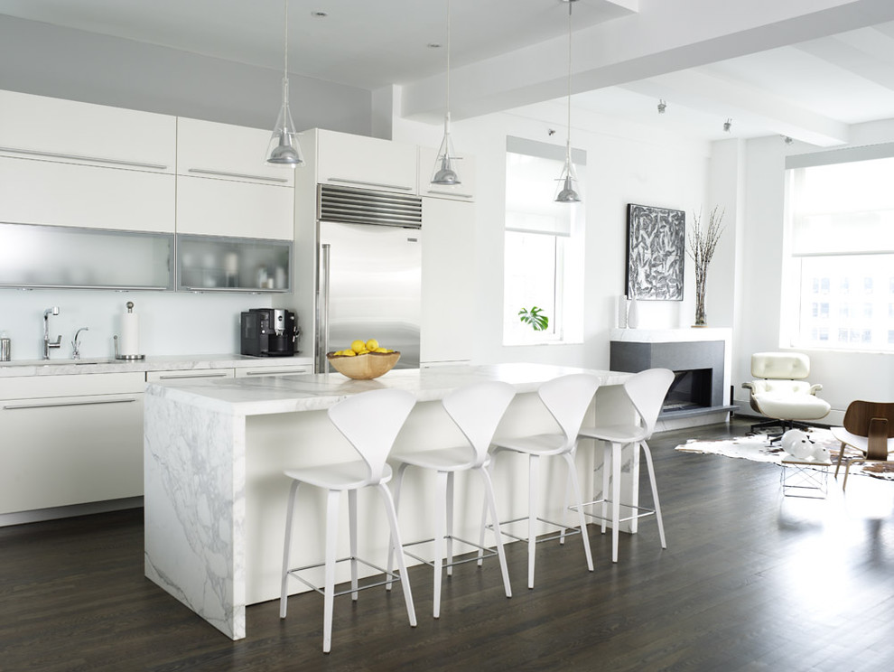 Waterfall Countertop for Contemporary Kitchen with Breakfast Bar