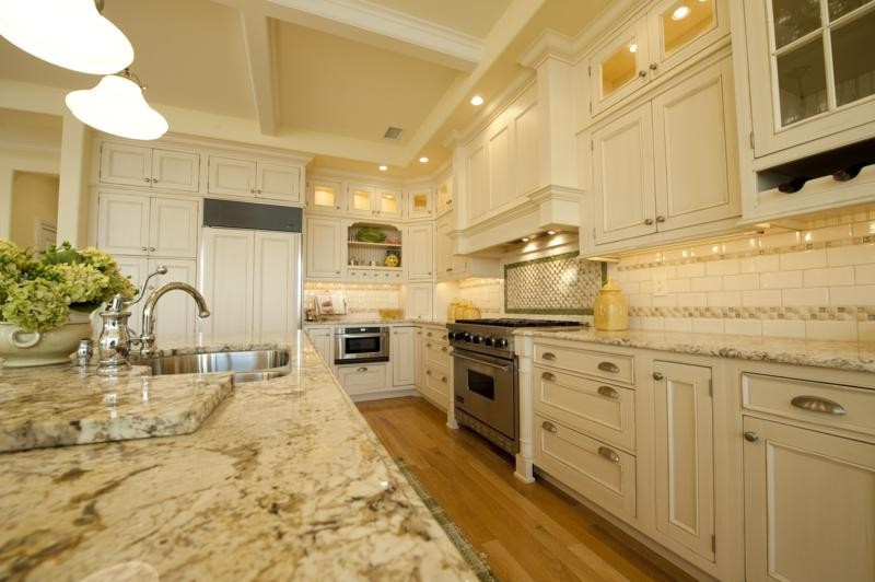 Bianco Romano Granite for Traditional Kitchen with Subway