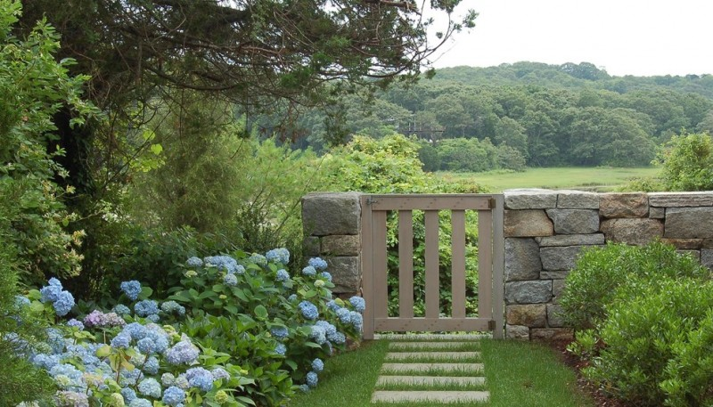 Billows Electric for Traditional Landscape with Flower Bed
