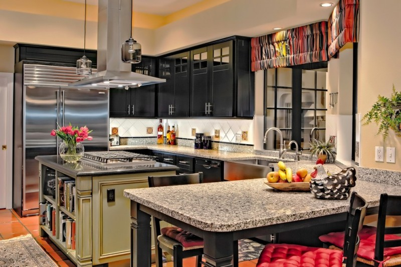 Caledonia Granite for Traditional Kitchen with Vent Hood