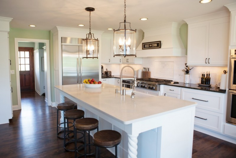 Ceasarstone for Traditional Kitchen with Counter Stools