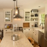 Colonial Cream Granite for Traditional Kitchen with Glass Cabinets
