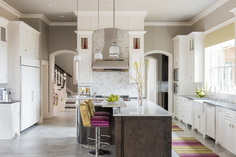 Colonial Cream Granite for Traditional Kitchen with Striped Rugs