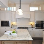 Colonial Cream Granite for Traditional Kitchen with Tile Backsplash