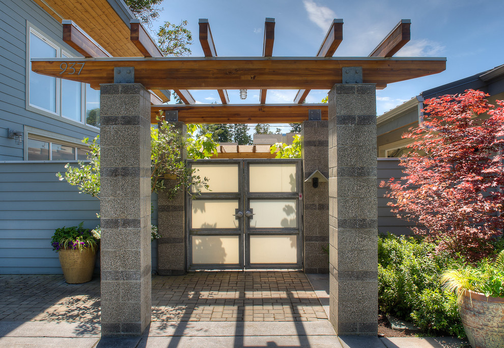 Concrete Masonry Unit for Beach Style Entry with Striped Pillars