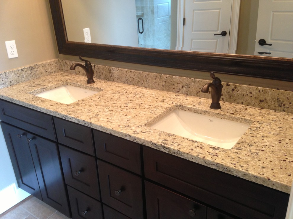 Crema Pearl Granite for Traditional Bathroom with Countertops