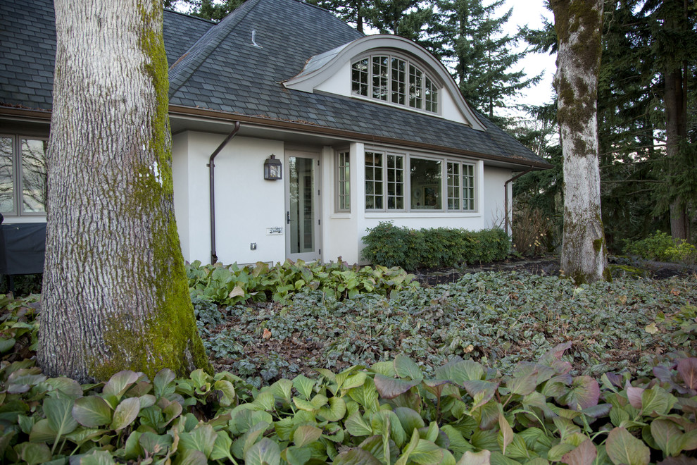Eyebrow Arch for Traditional Exterior with Cottage