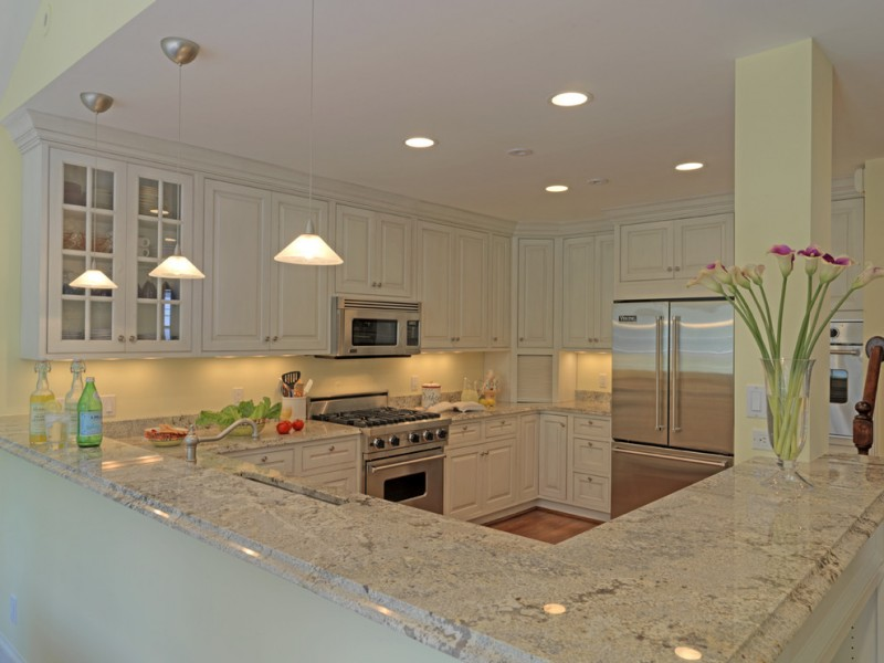 Granite Edges for Traditional Kitchen with Wood Cabinets