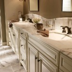 Kabinet King for Traditional Bathroom with Style 720r in Maple Cream Glaze