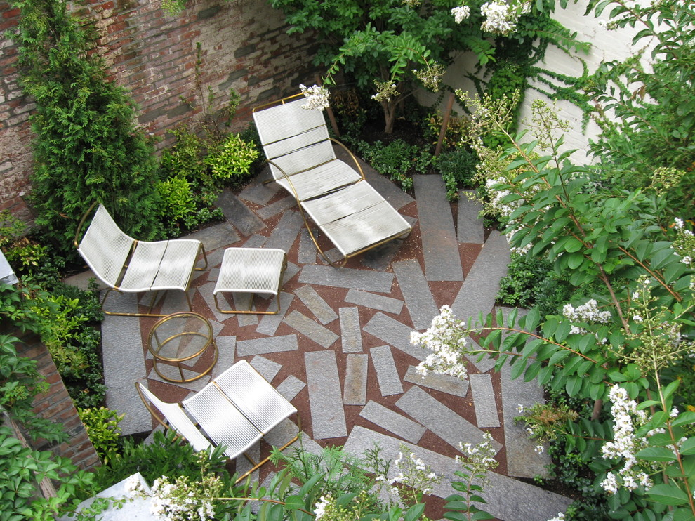 Laying Pavers for Contemporary Landscape with Urban
