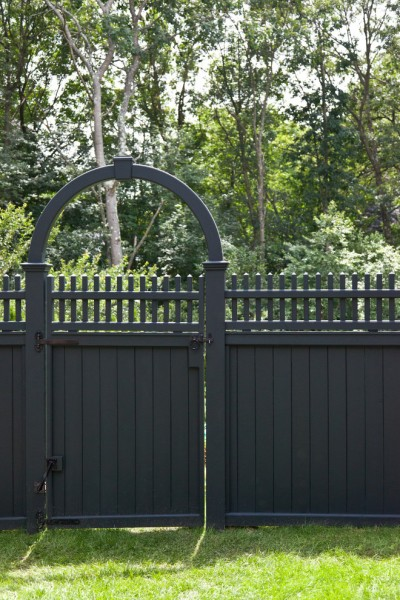 Lencioni for Traditional Landscape with Picket Detail
