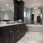 Masterbrand Cabinets for Traditional Bathroom with White Countertop