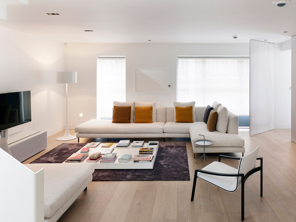 Minotti for Scandinavian Living Room with White Armchair