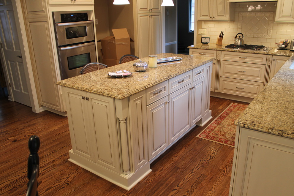 New Venetian Gold Granite for Traditional Kitchen with Traditional