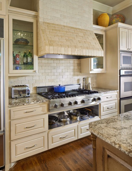 Paris Texas Hardware for Traditional Kitchen with Rangetop