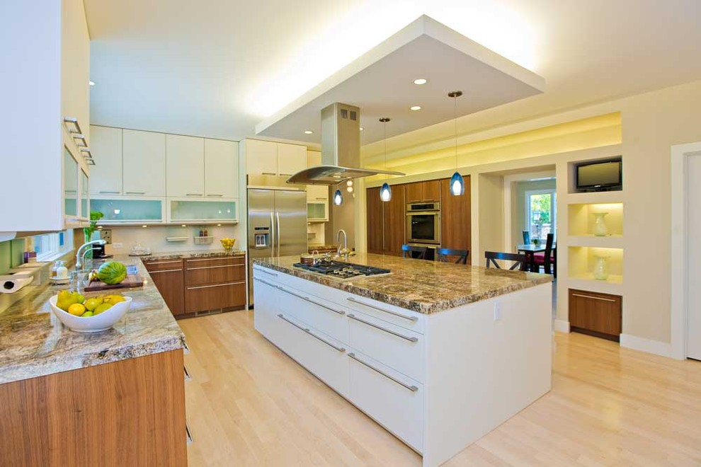 Siematic for Contemporary Kitchen with Island Vent Hood
