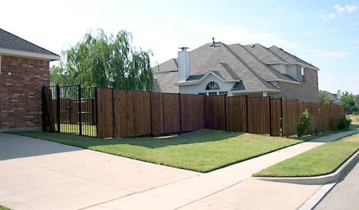Viking Fence for Contemporary Landscape with Iron Fencing
