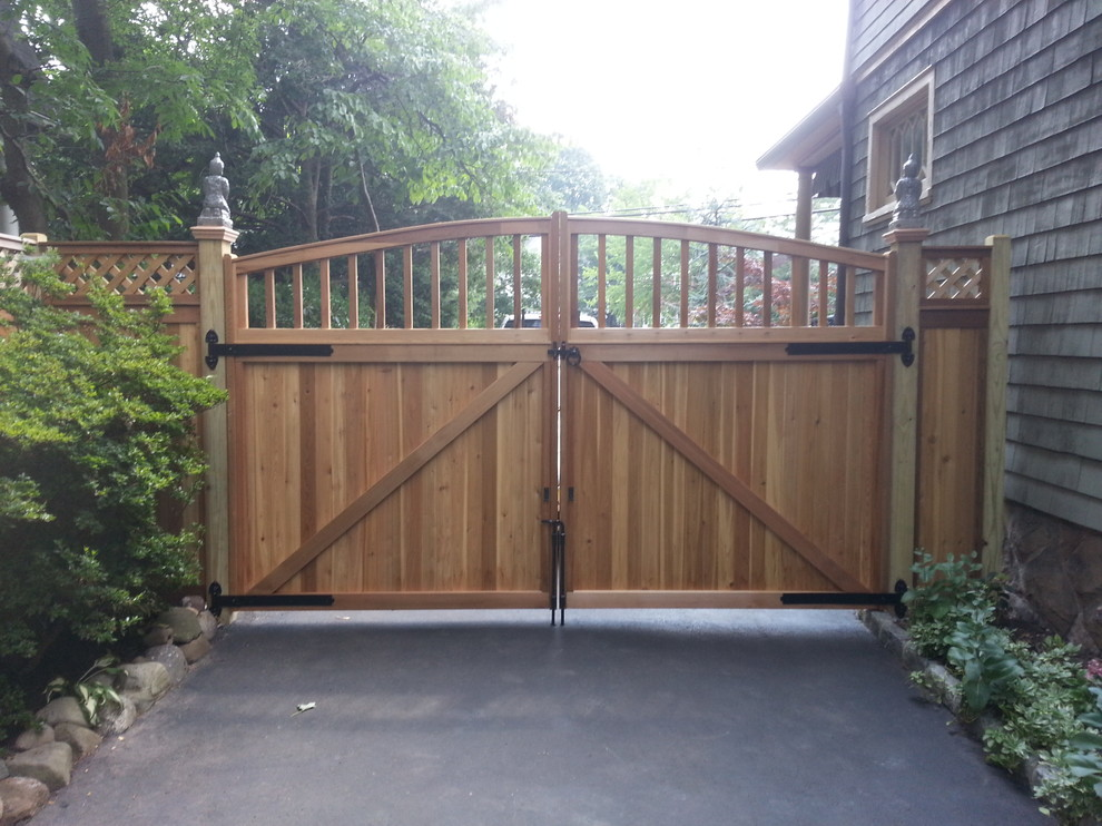 Wayside Fence for Traditional Spaces with Fence