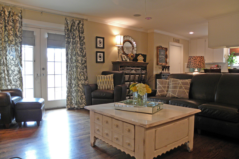 Weirs Furniture for Traditional Living Room with Coffee Table
